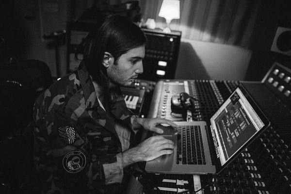 Alesso using Apple MacBook Pro (Retina, 15-inch, Early 2013)