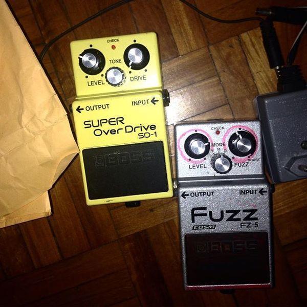 Ana Frango Elétrico using Boss FZ-5 Fuzz Guitar Effects Pedal