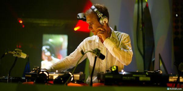 Armin Van Buuren using Sony MDR-V700 DJ Headphones