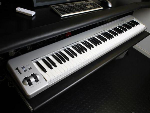 Avicii using M-Audio Keystation 88es MIDI Controller