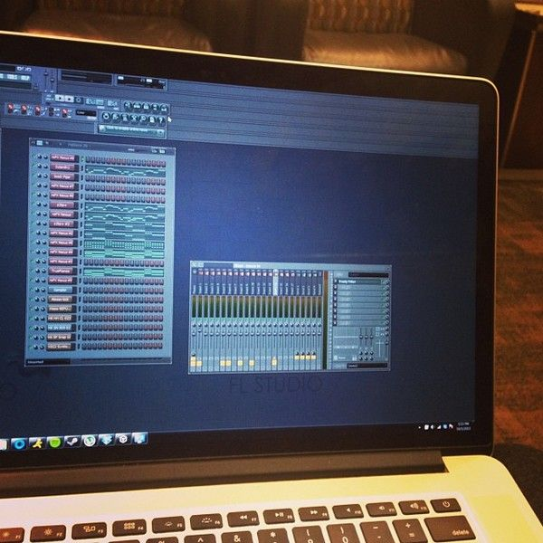 Avicii using Popmusic Hit Kit V3