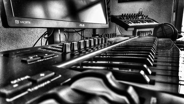 avior using Novation Launchkey 49 MIDI Controller MK2 Version