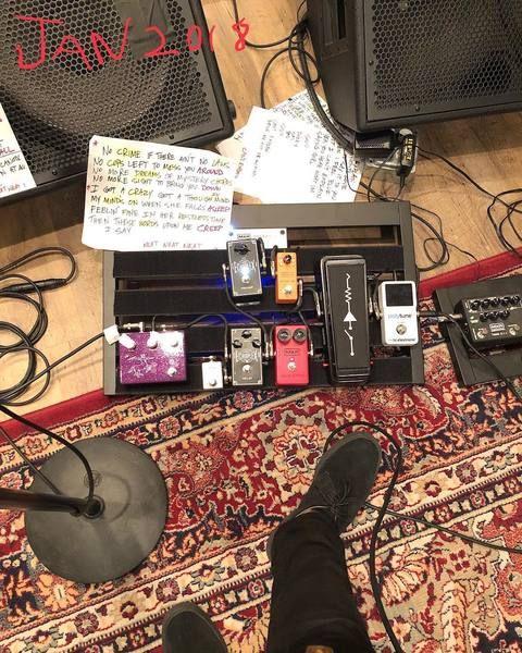 Billie Joe Armstrong using Dunlop Echoplex Delay EP103