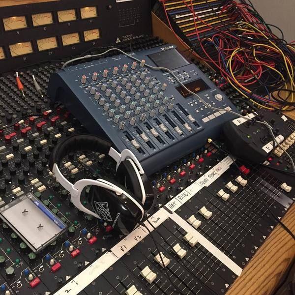 Billie Joe Armstrong using Telefunken THP-29 headphone