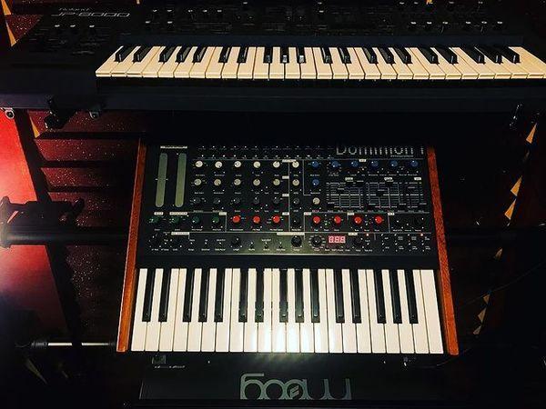 BlackGummy using Roland JP-8000 Synthesizer