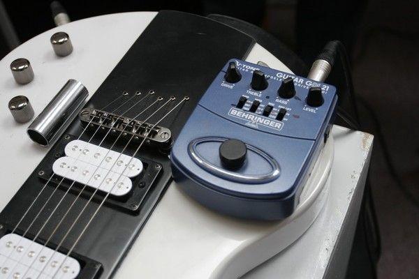 Brian Eno using Behringer V-Tone GDI 21 Guitar Amp Modeler