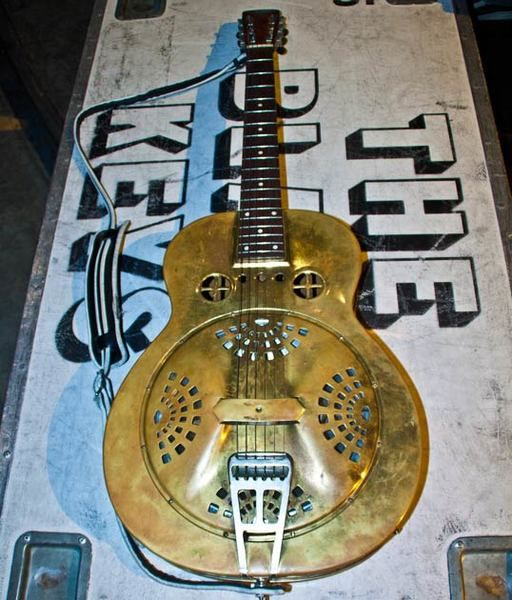 Dan Auerbach using Mid '30s Dobro Spider Bridge Brass Resonator