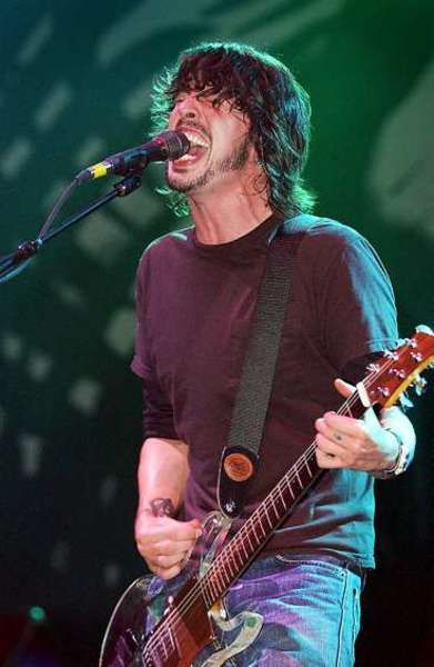 Dave Grohl using Ampeg Dan Armstrong Plexi Electric Guitar