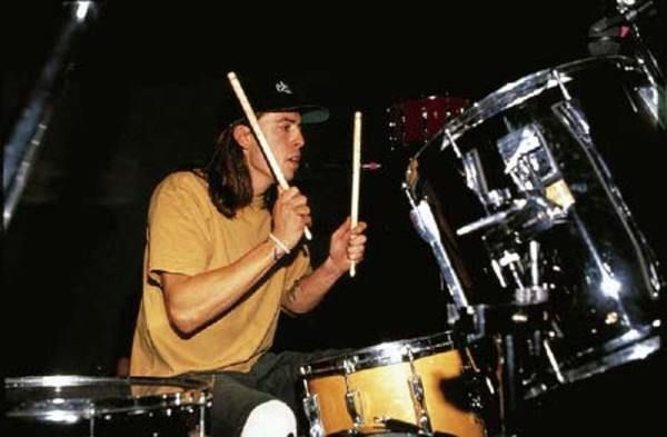 Dave Grohl using Aquarian Power-Sleeve 2B