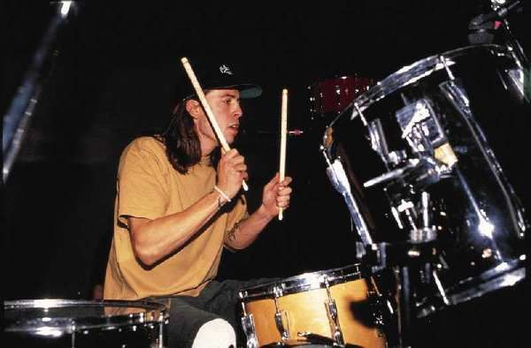 Dave Grohl using Tama Artstar II, Piano Black finish and Superstar Snare, Natural finish