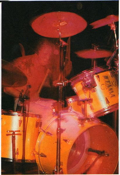 Dave Grohl using Tama Granstar, Silky Yellow finish and Superstar Snare, Natural finish