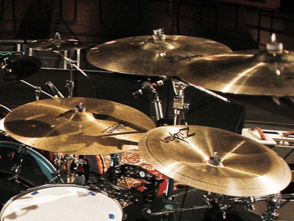 "Dave Grohl using ""Zildjian 19"""" K Custom China"""