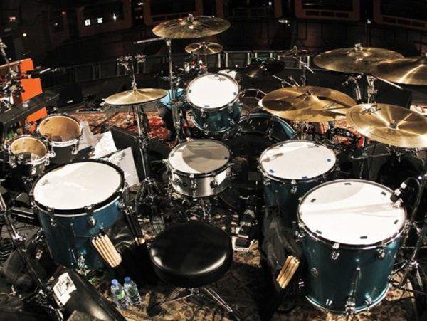 "Dave Grohl using ""Zildjian 24"""" ZHT Ride"""