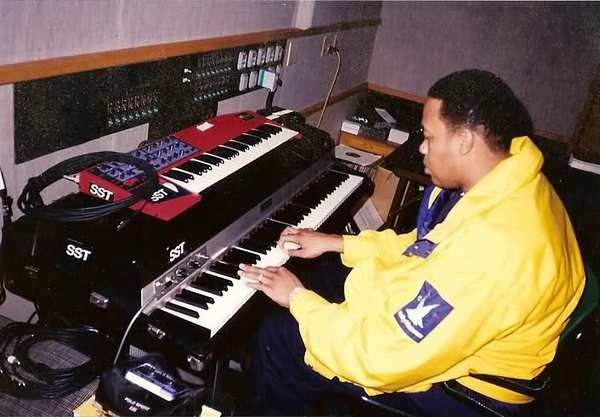 Dr. Dre using Clavia Nord Lead 2 Synthesizer
