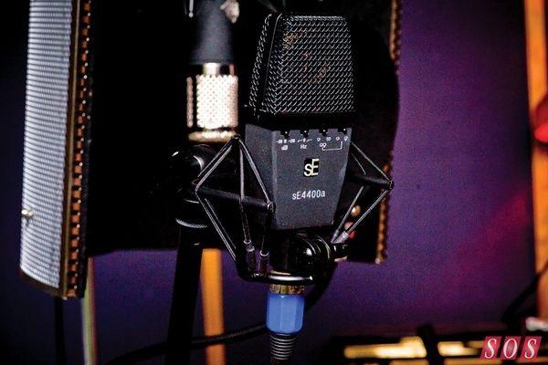 Ed Sheeran using sE Electronics sE4400a Condenser Microphone