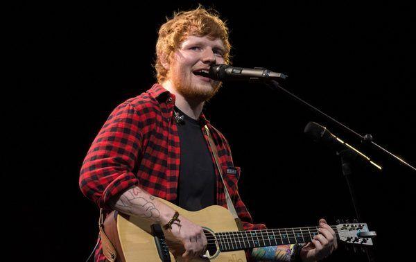 Ed Sheeran using Sennheiser SKM 9000