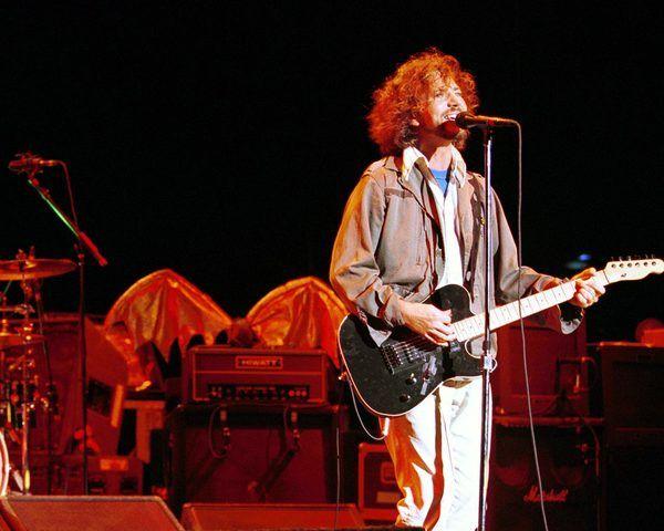 Eddie Vedder using Schecter PT