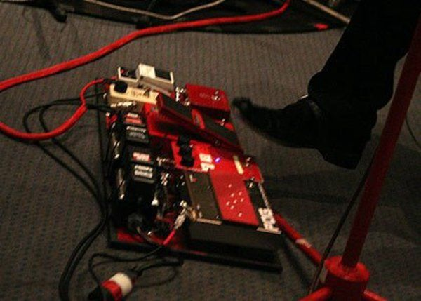Jack White using MXR M133 Micro Amp
