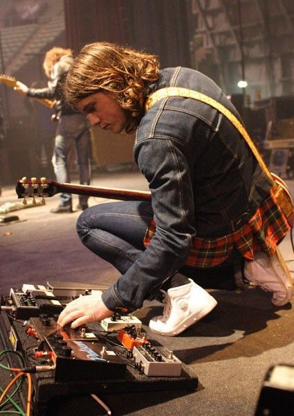 Jamie Cook using Boss Roland RE-20 Space Echo Pedal