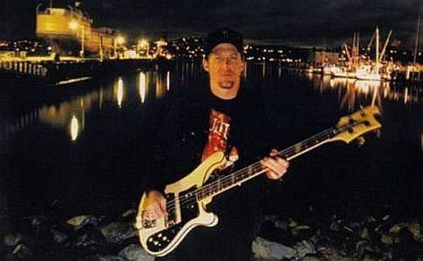 Jason Newsted using Rickenbacker 4003 Bass Guitar