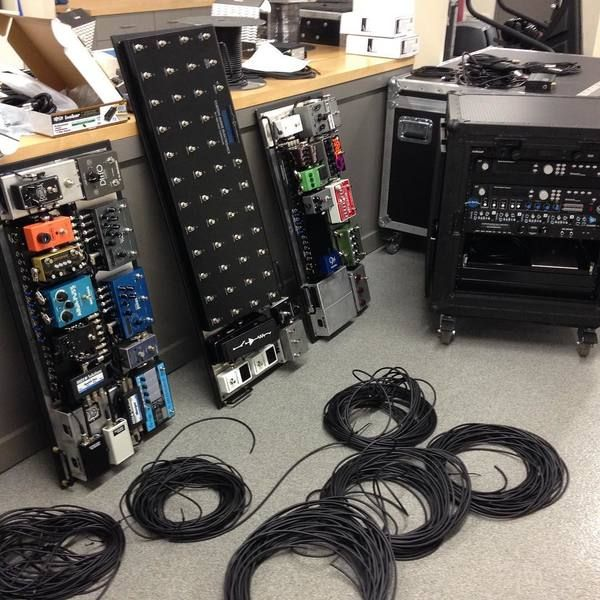 John Mayer using Electro-Harmonix POG2 Polyphonic Octave Generator Guitar Effects Pedal