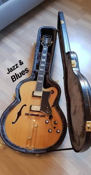Julian Wolf using Epiphone Case 940-EJumbo-Broadway Guitar Case Black/Gold