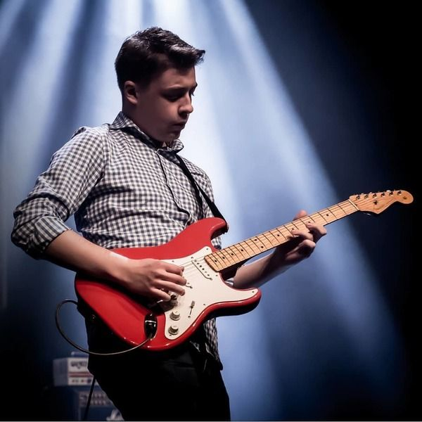 Julian Wolf using Fender Classic Series 50's Stratocaster Fiesta Red