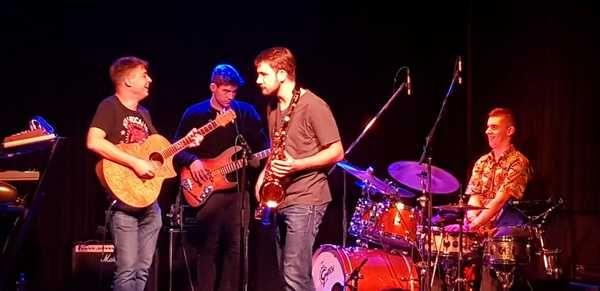 Julian Wolf using Ibanez EW20ASE-NT 6-String Exotic Wood Acoustic Guitar