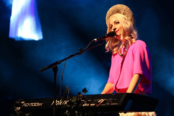 Kate Miller-Heidke using RD-700sx Roland