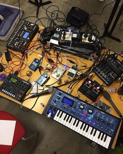 Kate Shilonosova using DigiTech JamMan Express XT Stereo Looper
