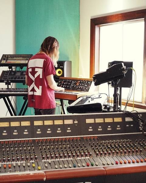 Kevin Parker using Roland TR-808 Rhythm Composer