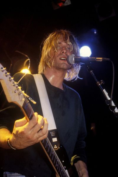 Kurt Cobain using Ernie Ball Polypro Guitar Strap