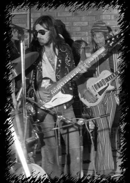 Lemmy Kilmister using Gibson Thunderbird IV Bass
