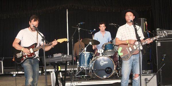 Luke Temple using Gibson SG Standard Electric Guitar