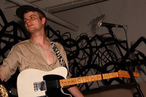 Mac DeMarco using Fender Telecaster