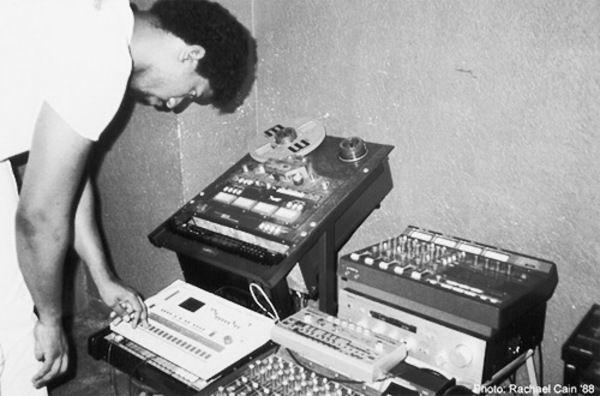 Marshall Jefferson using Roland TB-303