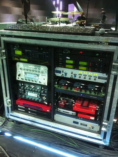 Matthew Bellamy using Fractal Axe-Fx II Guitar Effects Processor