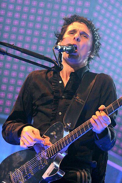 Matthew Bellamy using Manson Mirror Electric Guitar