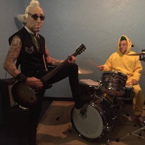 Mike Dirnt using Gibson Les Paul Junior