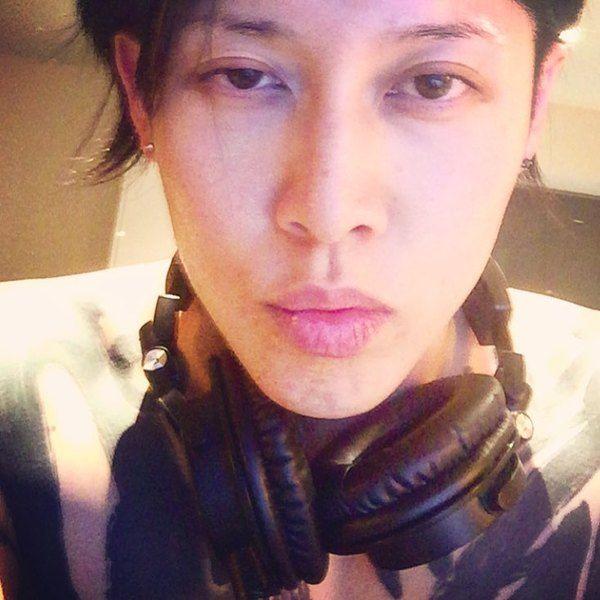Miyavi using Audio-Technica ATH-M50x Professional Monitor Headphones