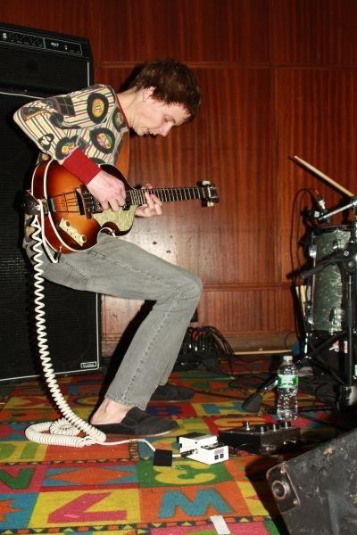 Nick Allbrook using Ampeg SVT-CL Classic Bass Head