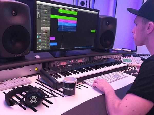 Nicky Romero using M-Audio Oxygen 61 61-Key USB MIDI Controller