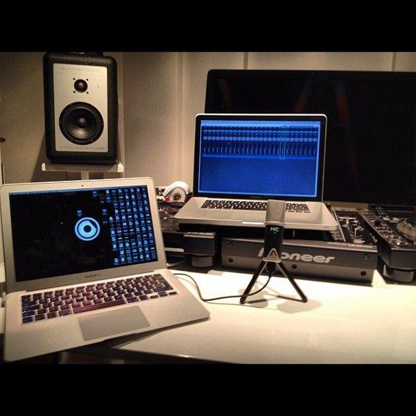 Nicky Romero using Pioneer DJM-900 Nexus Mixer