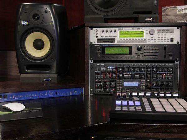 Nicky Romero using Roland JV-2080 Synthesizer Module