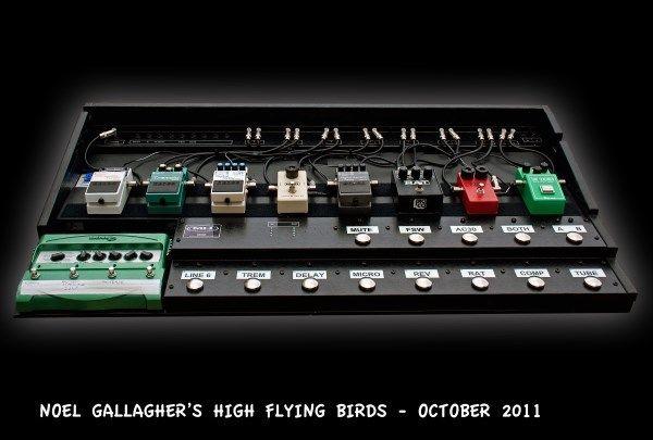 Noel Gallagher using Ibanez TS808 The Original Tube Screamer