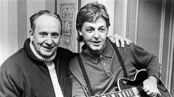 Paul McCartney using Gibson Les Paul Custom Lite