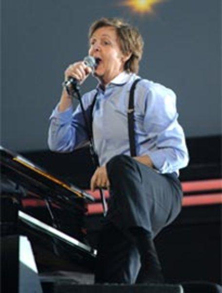 Paul McCartney using Shure SM58