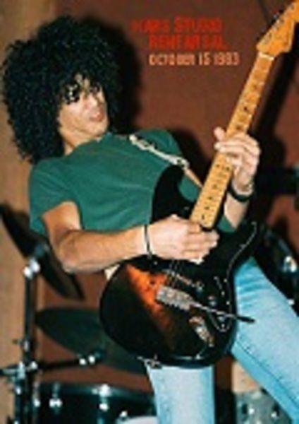 Slash using Fender Stratocaster Electric Guitar