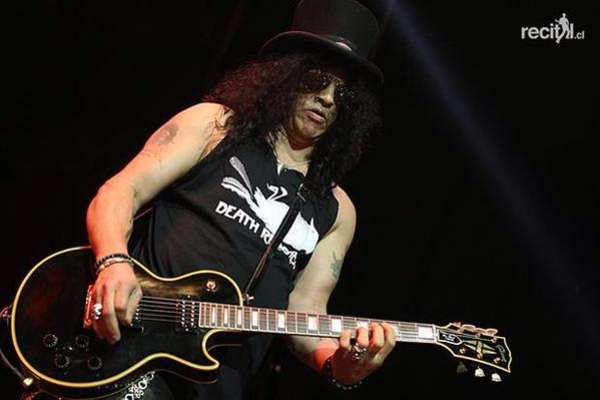 Slash using Gibson Les Paul Custom Electric Guitar