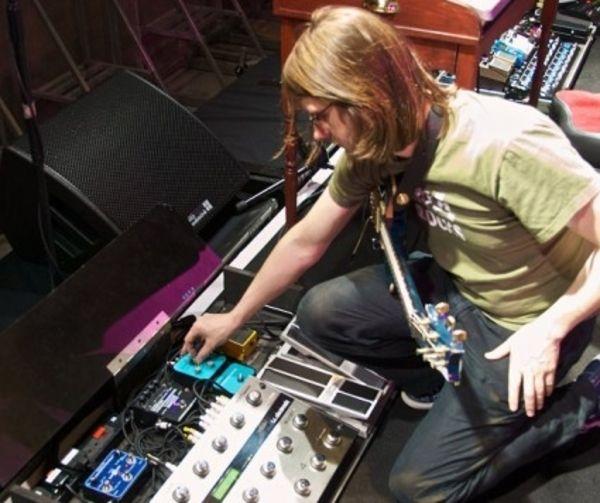 Steven Wilson using Source Audio Soundblox Multiwave Distortion